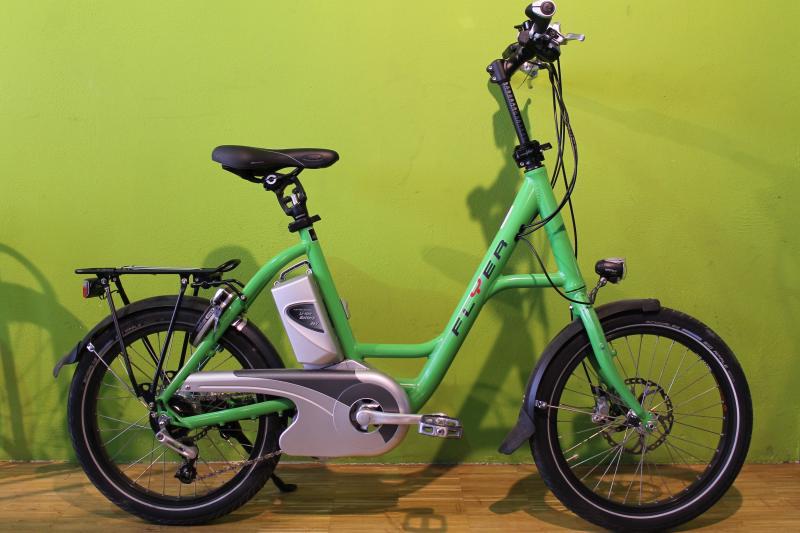 e bikes flyer i sy deluxe urban 45 gr n. Black Bedroom Furniture Sets. Home Design Ideas